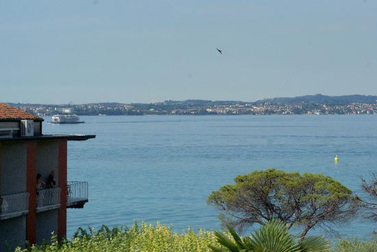 Hotel Mavino: Blick auf den morgentlichen See