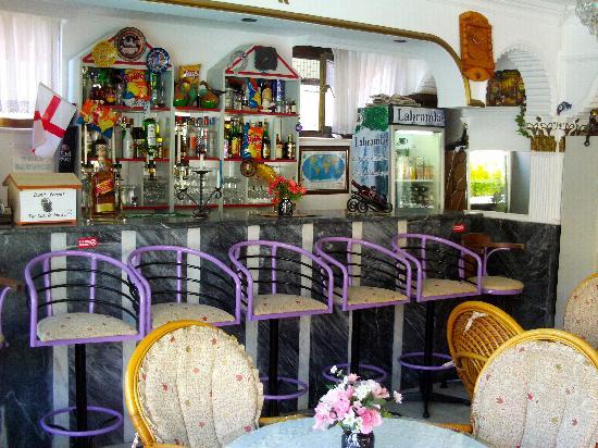 Evren Hotel: Bar, no food.