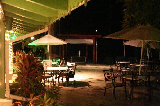 مانجو باي - أول إنكلوسف: Restaurant area