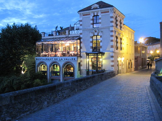Restaurant de la Vallee: restaurant viewed at night - to left of bridge