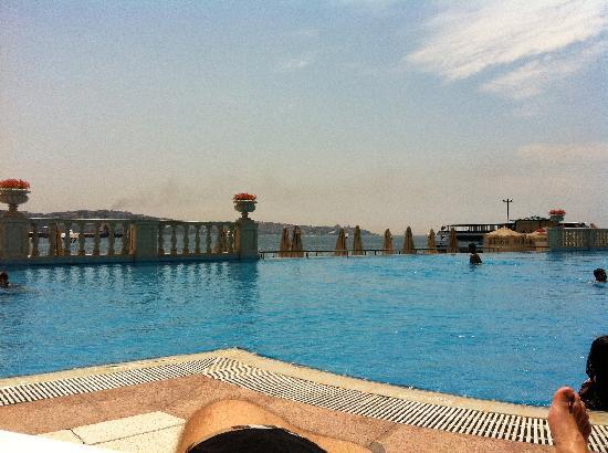 Ciragan Palace Kempinski Istanbul: Pool