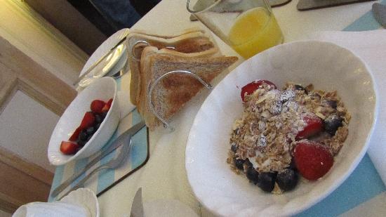 Kingsway Guest House: frutas y cereales