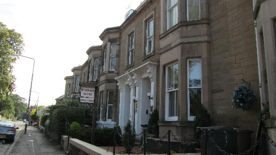 Kingsway Guest House: calle