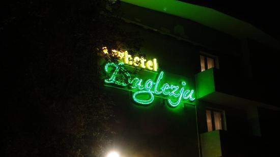 Daglezja: Sign outside the hotel