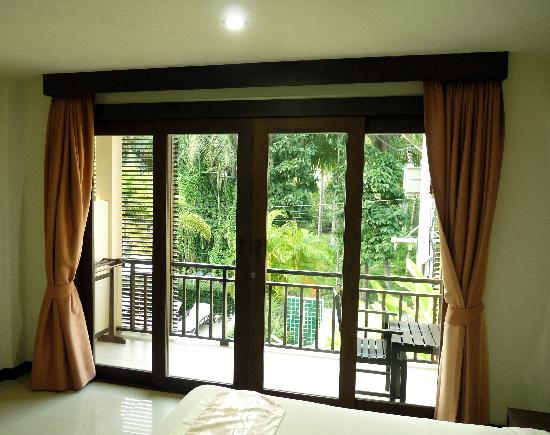 Ampha place hotel : View to balcony