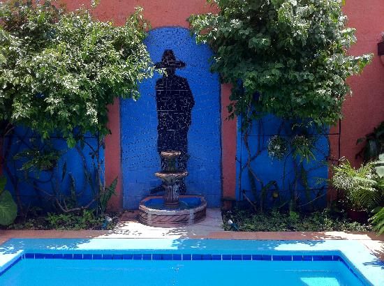 Casa Silas B & B: pool/fountain