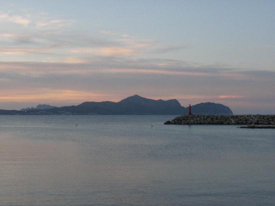 Hotel JS Yate: kleiner Leuchtturm beim Hafen