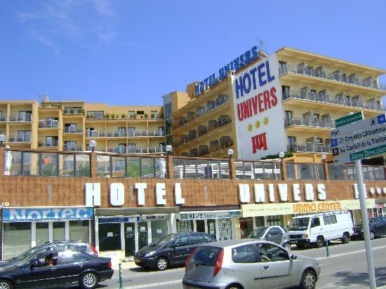 Univers Hotel: vooraanzicht hotel