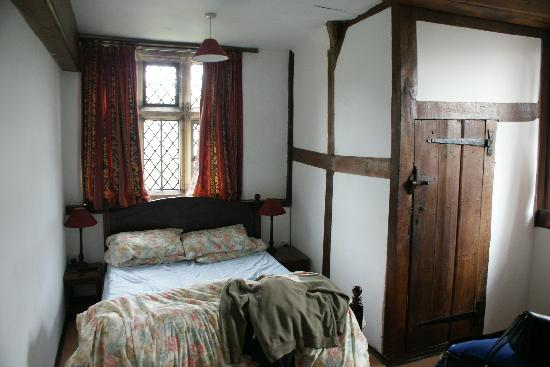 Edenbridge Castle Hotel: small room