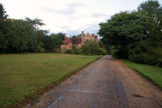 Edenbridge Castle Hotel: on way up drive