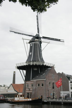 Харлем, Нидерланды: The positions of the windmill has different meanings