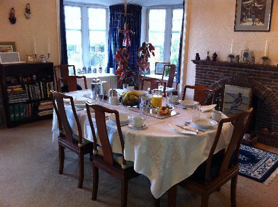 Ferrycraigs House: breakfast table