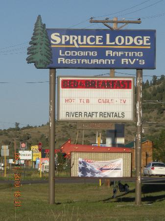 Spruce Lodge: Business sign from the road...