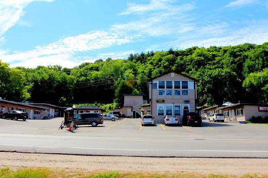 Silver Maple Motel: Silver Maple
