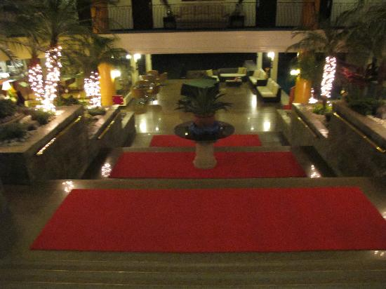 The Lake Hotel Tagaytay: stairs to the lobby