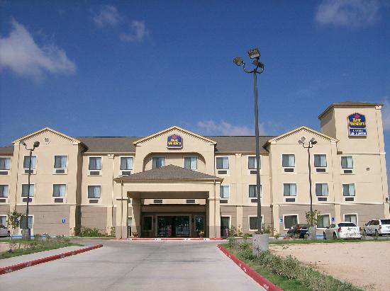 Best Western Lamesa Inn & Suites: This is the front view of the hotel