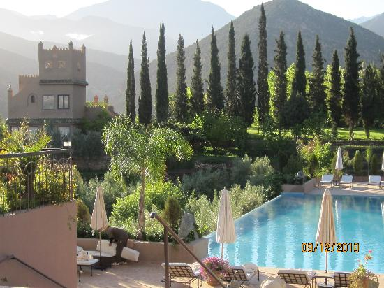 Kasbah Tamadot: The pool but too cold to go in