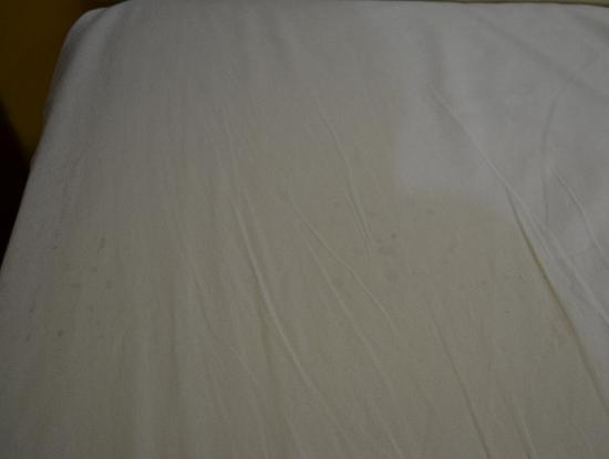 Sandy Beach Resort: black stains on the sheets