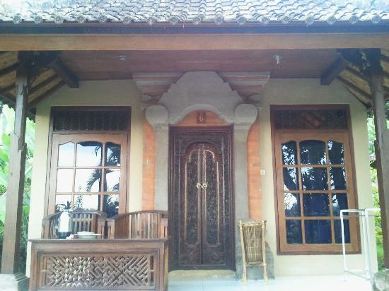 Taman Indrakila: Example of a villa and front porch