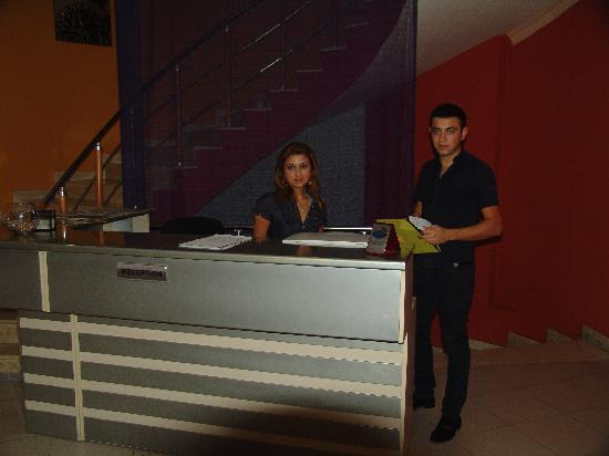 Kichik Gala Boutique Hotel : Front Desk