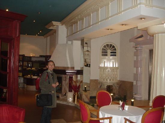 Hotel Man-Tess: L'accueil. Imposant