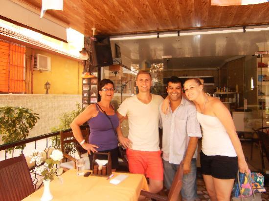 Thomas Bar & Restaurant: Her vi med ejeren Thomas.
