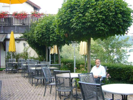 Ringhotel Goldener Knopf : restaurant garden
