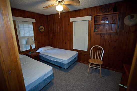 Wayah Creek Cottages : 2nd Bedroom - notice no AC