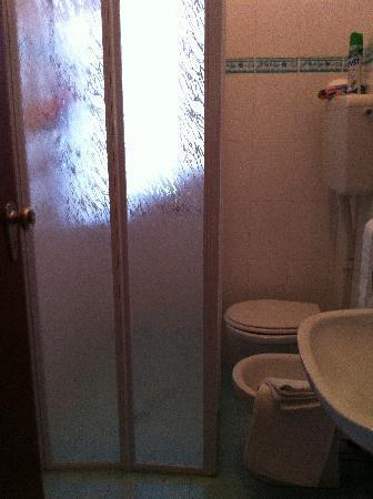 Hotel Consul: bagno con doccia aperta