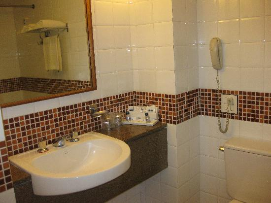 Hotel Savoy Othon: Bathroom Room 407