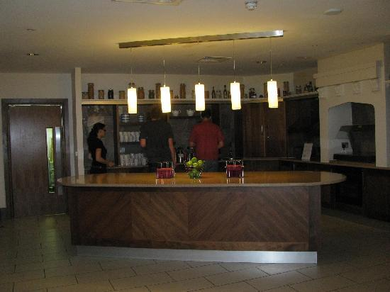 Staybridge Suites Newcastle: Complimentary tea and coffee at the breakfast bar
