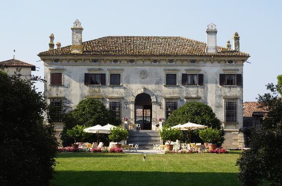 Relais Villa Sagramoso Sacchetti: Villa lato parco