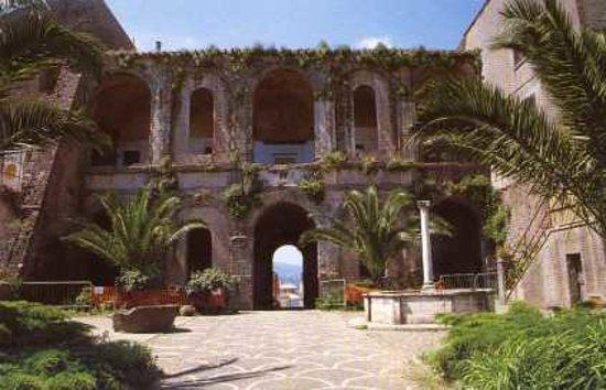 Colonna, Italie: Il loggiato posteriore