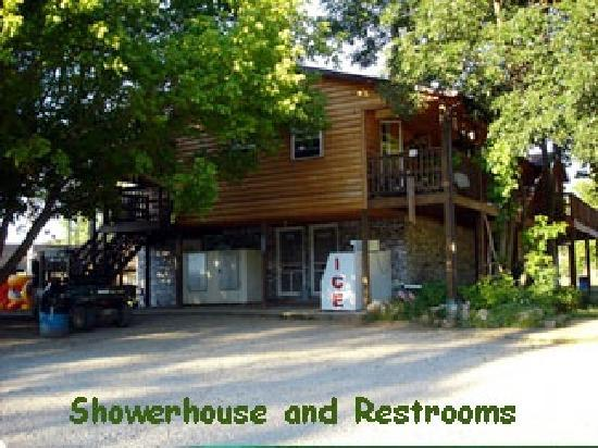 Eldridge, MO: Showerhouse and restrooms