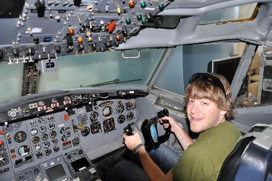 Future of Flight Aviation Center & Boeing Tour: Cockpit