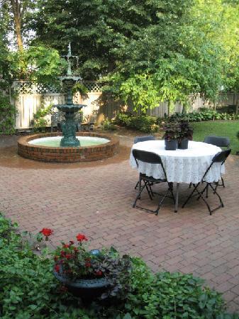 The Housley House B&B : Fountain