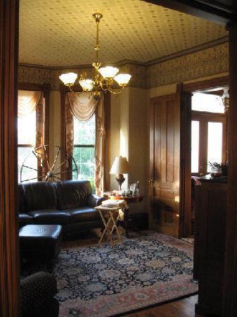 The Housley House B&B : Parlor