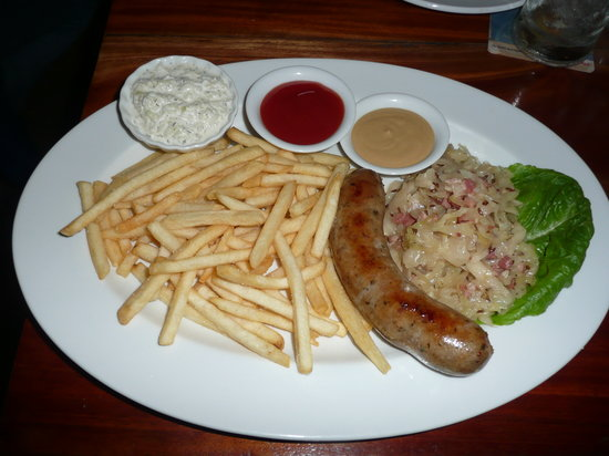 MAMA's Bar, Restaurant, and Chillout Lounge: Bratwurst