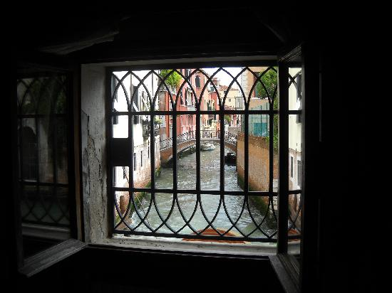 Residenza del Doge: View of the canal