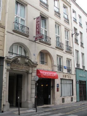 Hotel Baudelaire Opera: Exterior fronting on Rue St. Anne