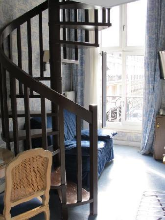 Hotel Baudelaire Opera: loft room for family arrangements- downstairs