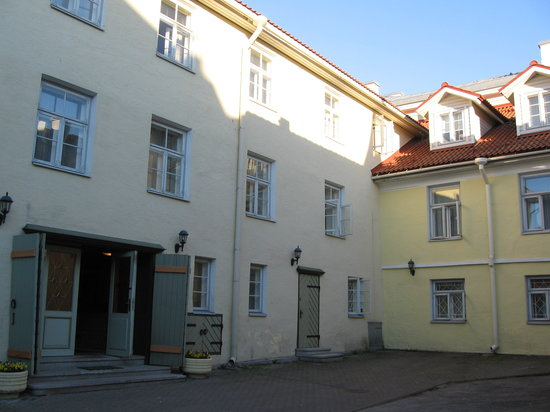 Taanilinna Hotell: Hotel entrance
