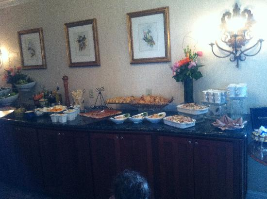 The Ritz-Carlton, Amelia Island: Club Lounge Lunch Buffet - Wish we had booked early enough to get a club room!!