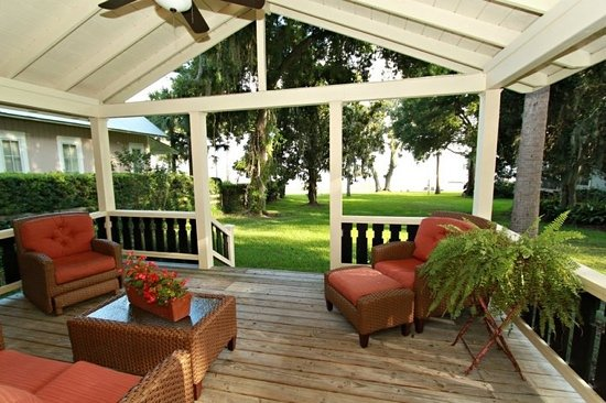 Ocklawaha, FL: Front porch view