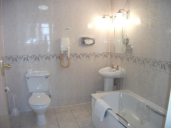 BEST WESTERN Southport Seafront Royal Clifton Hotel  amp  Spa  Bathroom room 129. Bathroom room 129   Picture of BEST WESTERN Southport Seafront