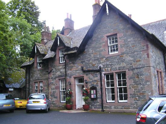Glen Hotel: Front view of hotel