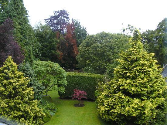 Glen Hotel: hotel gardens