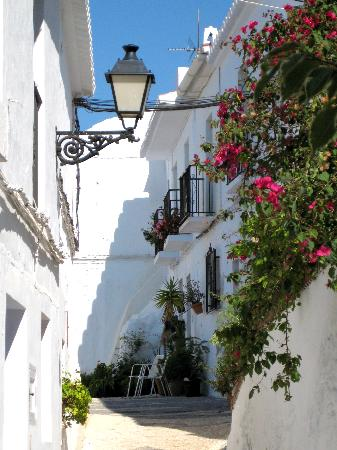 Apartamentos Rosamarina: Typical view from Frigiliana's old town