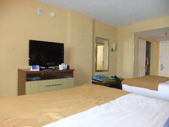 Holiday Inn Express and Suites Oceanfront: Room picture