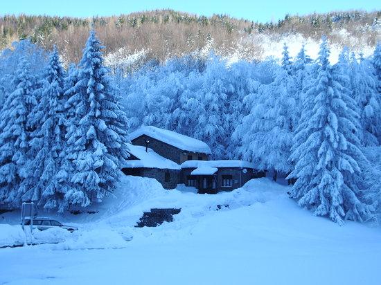 Parco Regionale del Corno alle Scale: Il rifugio del Cavone in inverno